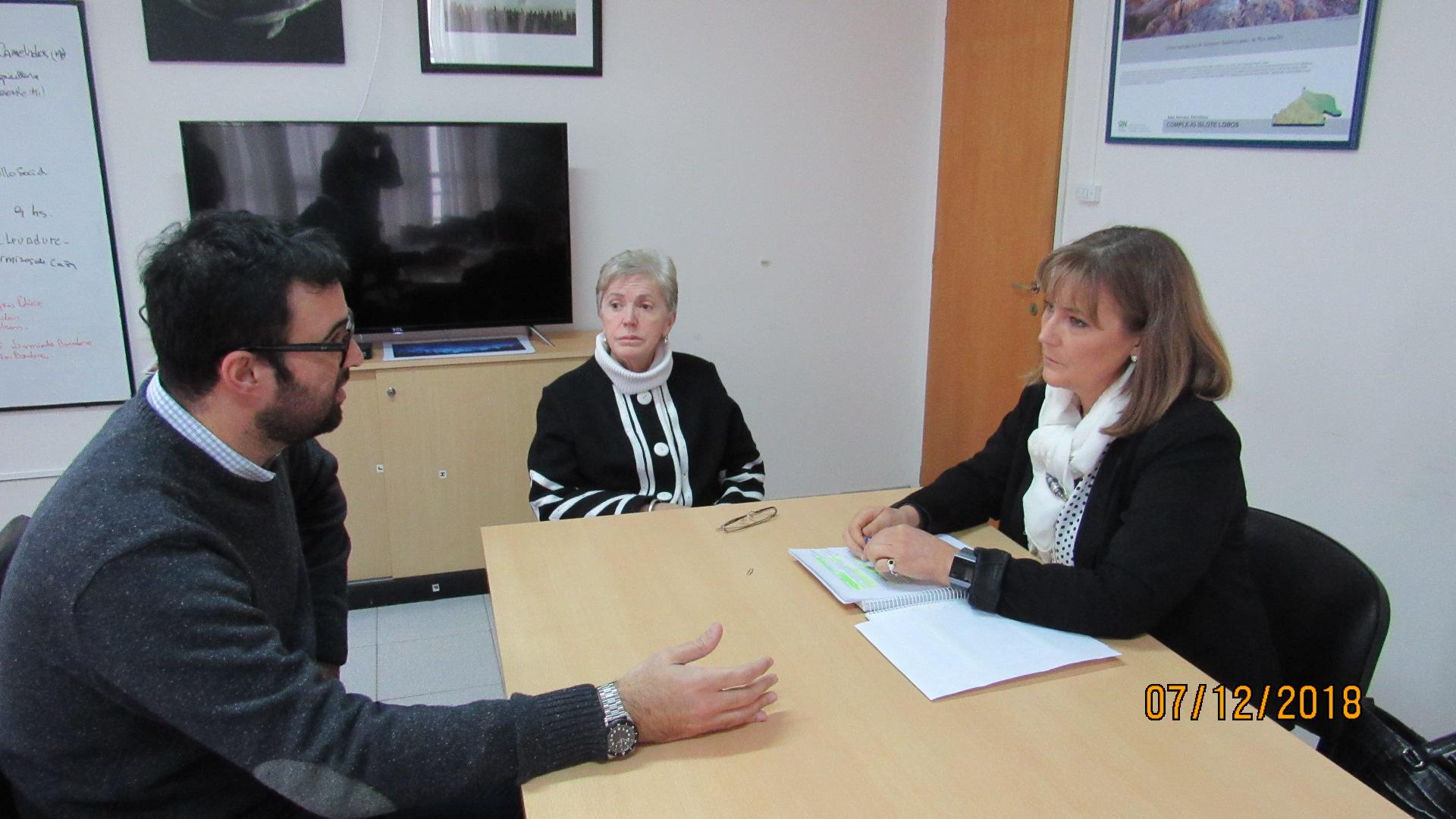 Reunión de la defensora del pueblo con la secretaria de ambiente provincial.  Santagati solicitó los expedientes relacionados con ALPAT