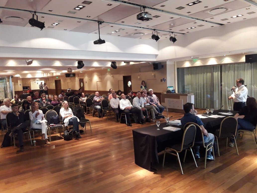 Bariloche: la Defensoría del Pueblo participó como expositora en la audiencia pública por el servicio de desagües cloacales.