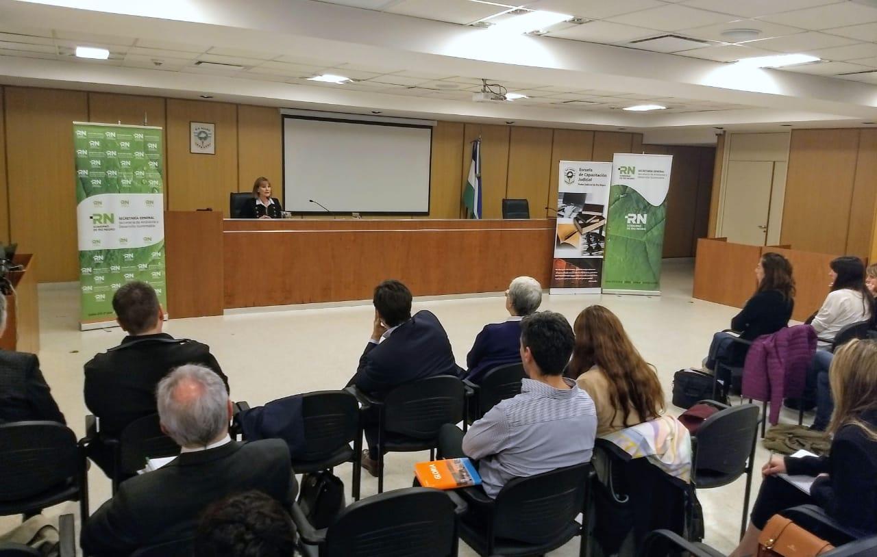 """Santagati expuso en las Jornadas de """"Derecho Ambiental, diversidad biológica y especies exóticas invasoras""""."""